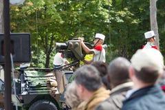 巴黎,法国- 2012年7月14日 军用设备队伍在军事游行期间的在香榭丽舍大街 免版税库存图片