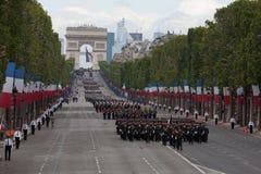 巴黎,法国- 2012年7月14日 在每年军事游行期间,从法国外籍兵团的战士前进 库存图片