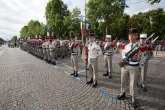 巴黎,法国- 2012年7月14日 从法国外籍兵团的战士前进在每年军事游行期间在巴黎 库存图片