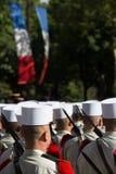 巴黎,法国- 2012年7月14日 从法国外籍兵团的战士前进在每年军事游行期间在巴黎 库存照片