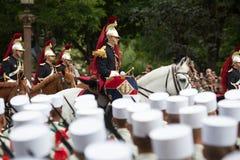 巴黎,法国- 2012年7月14日 骑马法语共和国卫队在每年军事游行参与 库存图片