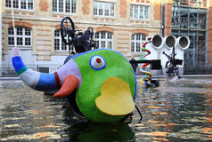 巴黎,法国2011年12月-17 :在庞毕度中心附近的斯特拉文斯基喷泉 免版税库存照片