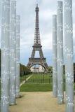 巴黎,法国- 10月20 :方尖碑构筑的埃佛尔铁塔 库存图片