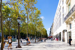 巴黎,法国- 7月17 :游人徒步Graben街图ar 免版税图库摄影