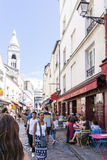 巴黎,法国- 8月7 :美好的街道观点的蒙马特 库存照片