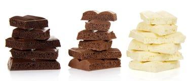 黑,白色和牛奶巧克力小山  免版税图库摄影