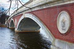06 04 2011年,美国,哈佛大学,桥梁 免版税库存图片