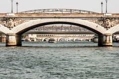 巴黎,从塞纳河的看法桥梁  库存照片