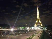 巴黎, 2017年7月:在夜光展示的埃佛尔铁塔 巴黎 库存照片