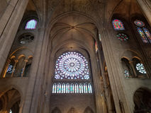巴黎, 2017年7月:巴黎圣母院内部在巴黎 Fra 免版税库存照片