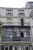 巴黎, 7月19日:一个历史建筑的古老阳台在从法国的巴黎 免版税库存图片