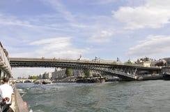 巴黎, 7月18日:与塞纳河的风景在从巴黎的塞纳河在法国 库存照片