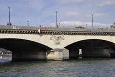 巴黎, 7月18日:在塞纳河的Pont d'lena从巴黎在法国 图库摄影