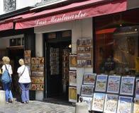 巴黎, 7月17日:艺术从蒙马特购物在巴黎 免版税库存图片