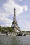 巴黎, 7月18日:艾菲尔铁塔和塞纳河从巴黎在法国 库存照片
