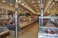 巴黎, 7月17日:食物Magasin内部在蒙马特在巴黎 免版税库存图片