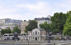 巴黎, 7月18日:从塞纳河银行的历史建筑从巴黎的在法国 库存照片