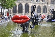 巴黎, 7月20日:从巴黎的斯特拉文斯基喷泉附近的篷皮杜中心在法国 库存照片