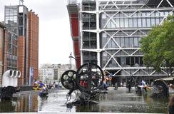 巴黎, 7月20日:从巴黎的斯特拉文斯基喷泉附近的篷皮杜中心在法国 图库摄影