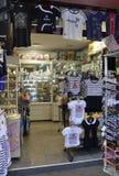 巴黎, 7月15日:从巴黎的纪念品店在法国 免版税库存图片