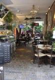 巴黎, 7月17日:从蒙马特的小餐馆在巴黎 免版税图库摄影
