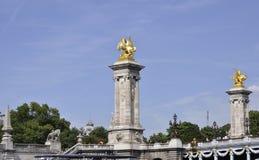 巴黎, 7月18日:Pont AlexanderIII柱子在塞纳河的从巴黎在法国 免版税库存图片