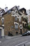 巴黎, augist 19,2013历史的大厦在蒙马特在巴黎 免版税图库摄影