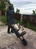 11 06 2017年, Shiryaevo,翼果地区,俄罗斯-对矿工的俄国纪念碑村庄  库存照片