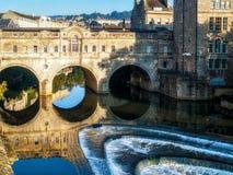 浴, SOMERSET/UK - 10月02日:观点的Pulteney桥梁和韦 免版税库存照片