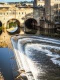 浴, SOMERSET/UK - 10月02日:观点的Pulteney桥梁和韦 免版税库存图片