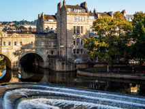 浴, SOMERSET/UK - 10月02日:观点的Pulteney桥梁和韦 库存照片