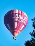 浴, SOMERSET/UK - 10月02日:飞行在棒的热空气气球 免版税库存照片