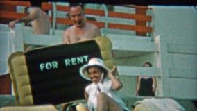1959年:妇女开玩笑地是为$10美元的租 佛罗里达迈阿密 影视素材