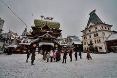 10 02 2016年:小组Izmailovsky的克里姆林宫,莫斯科游人 免版税库存照片