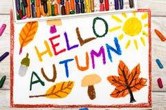 画:词你好秋天蘑菇,橡子,黄色和桔子叶子 免版税库存图片