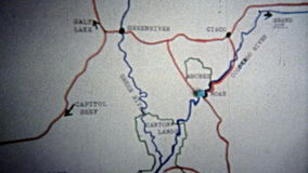 1971年:路线生气蓬勃的地图从大章克申的Canyonlands的犹他 股票视频