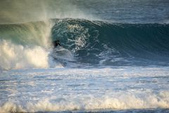 2018-02-28 :corralejo费埃特文图拉岛-海浪运动员训练sess 免版税库存照片