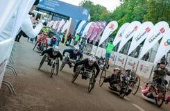 2016年 09 25 :IV莫斯科马拉松 开始handbikers 免版税库存图片