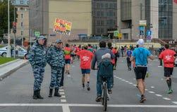 2016年 09 25 :IV莫斯科马拉松 马拉松路线的第24 km 库存照片