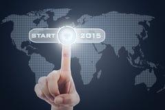 Δάχτυλο που πιέζει ένα κουμπί έναρξης στο μέλλον Στοκ Φωτογραφίες