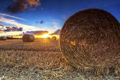 Δέματα σανού ηλιοβασιλέματος Στοκ φωτογραφία με δικαίωμα ελεύθερης χρήσης