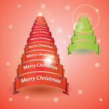 Δέντρο Χαρούμενα Χριστούγεννας από τα κόκκινα ή πράσινα εμβλήματα κορδελλών Στοκ Φωτογραφία