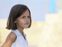 δαγκώνοντας χείλι παιδιώ&n Στοκ εικόνα με δικαίωμα ελεύθερης χρήσης