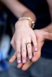 δαχτυλίδι αρραβώνων ζευ&ga Στοκ Εικόνες