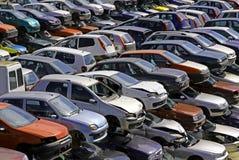 Διάφορα αυτοκίνητα που καταστρέφονται στην κατεδάφιση αυτοκινήτων Στοκ εικόνες με δικαίωμα ελεύθερης χρήσης