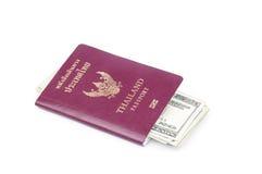 Διαβατήριο και δολάριο ΗΠΑ της Ταϊλάνδης Στοκ φωτογραφία με δικαίωμα ελεύθερης χρήσης