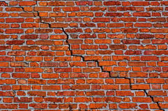διαγώνιος τοίχος ρωγμών τούβλου Στοκ φωτογραφία με δικαίωμα ελεύθερης χρήσης