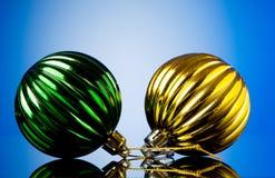 Διακοσμήσεις Χριστουγέννων σε εορταστικό Στοκ εικόνες με δικαίωμα ελεύθερης χρήσης