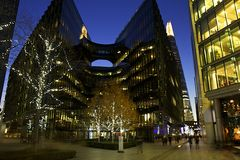 Διακοσμήσεις Χριστουγέννων στο Λονδίνο Στοκ φωτογραφία με δικαίωμα ελεύθερης χρήσης