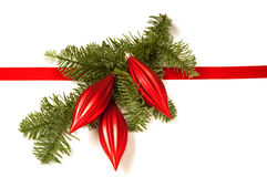 Διακόσμηση Χριστουγέννων με την κορδέλλα και τις διακοσμήσεις Στοκ φωτογραφία με δικαίωμα ελεύθερης χρήσης